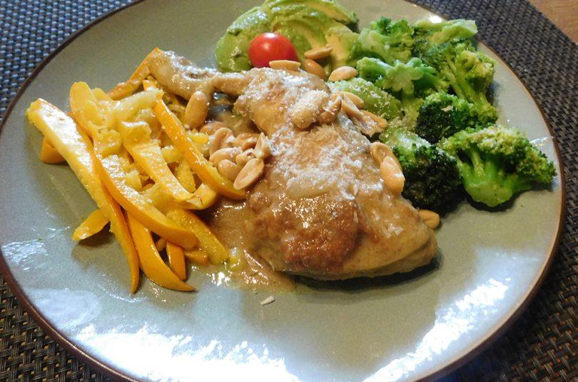 Kippenpoot met Broccoli en Pinda-Curry Saus